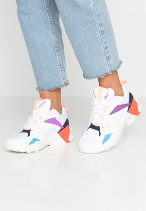 AZTREK DOUBLE POPS LIGHT CUSHION SHOES - Sneakersy niskie - white/grape punch/bright