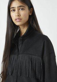 PULL&BEAR - MIT NIETEN UND FRANSEN - Button-down blouse - mottled black - 4