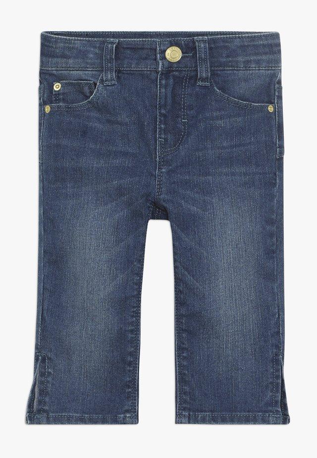 PANTS - Shorts di jeans - medium wash denim