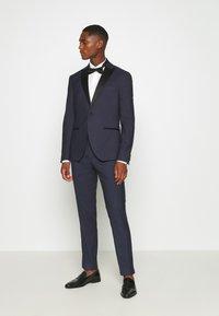 Isaac Dewhirst - TEXTURED TUX - Costume - dark blue - 0