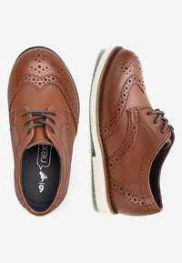 Next - TAN LEATHER BROGUES (YOUNGER) - Zapatos con cordones - brown - 1
