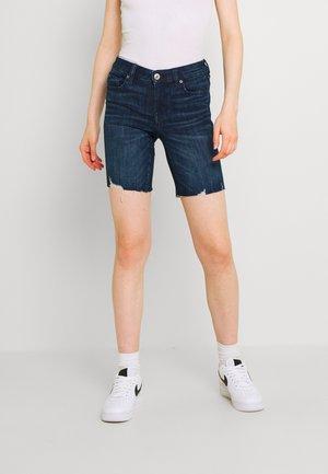 SKINNY BERMUDA - Denim shorts - light tinted wash