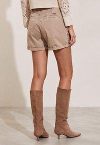 Odd Molly - HEATHER - Shorts - light taupe - 2