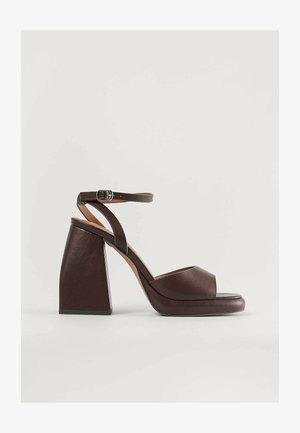 High heeled sandals - chocolate
