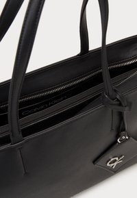 Calvin Klein - MUST SHOPPER SET - Torba na zakupy - black - 2