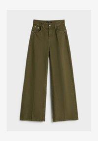 Bershka - MIT WEITEM BEIN - Flared Jeans - green - 4