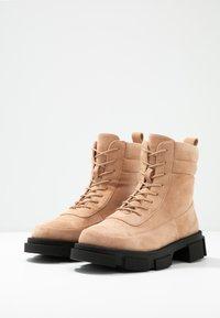 Glamorous Wide Fit - Kotníkové boty na platformě - tan - 4