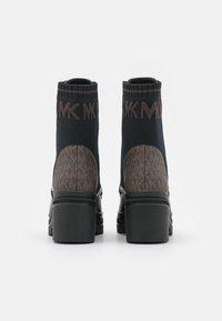 MICHAEL Michael Kors - BREA BOOTIE - Lace-up ankle boots - black/brown - 3