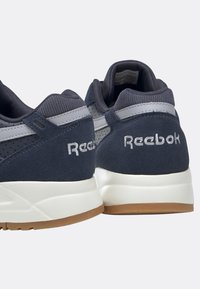 Reebok Classic - BOLTON ESSENTIAL - Trainers - heritage navy - 7