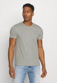Burton Menswear London - 7 PACK - T-shirt - bas - black - 4