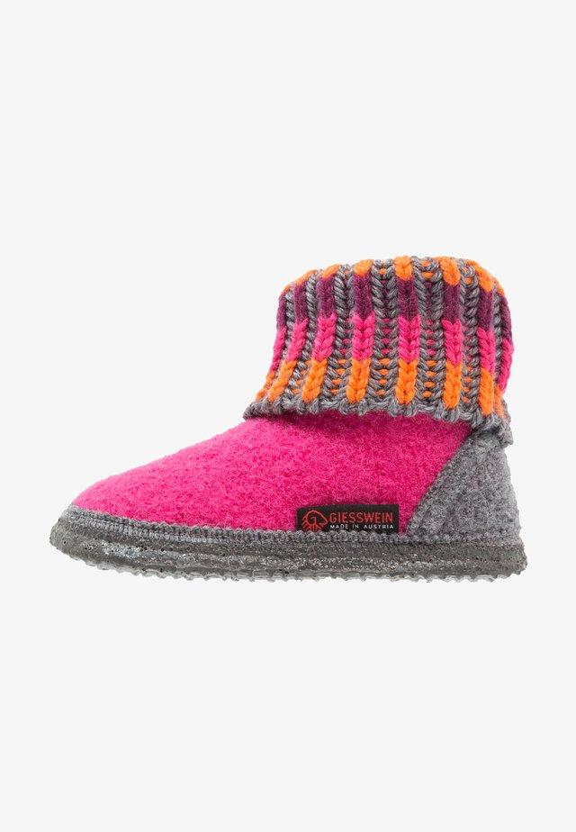 KRONAU - Slippers - himbeer