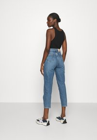 Calvin Klein - MOM - Relaxed fit jeans - mid blue - 2