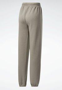 Reebok Classic - CLASSICS COZY - Pantalon de survêtement - grey - 7