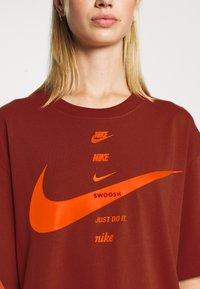 Nike Sportswear - Print T-shirt - firewood orange/total orange - 5