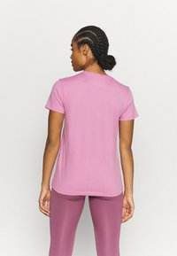 Under Armour - LIVE SPORTSTYLE GRAPHIC - Print T-shirt - planet pink - 2