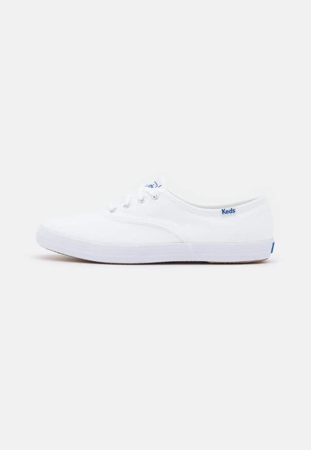 CHAMPION - Sneakersy niskie - white