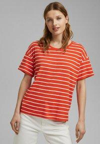 Esprit - Print T-shirt - orange - 0