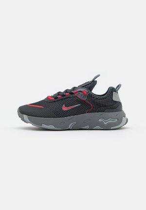 RT LIVE UNISEX - Sneakers basse - dark smoke grey/university red/smoke grey/light smoke grey