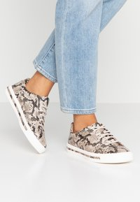 Clarks Unstructured - UN MAUI LACE - Sneakers - natural - 0