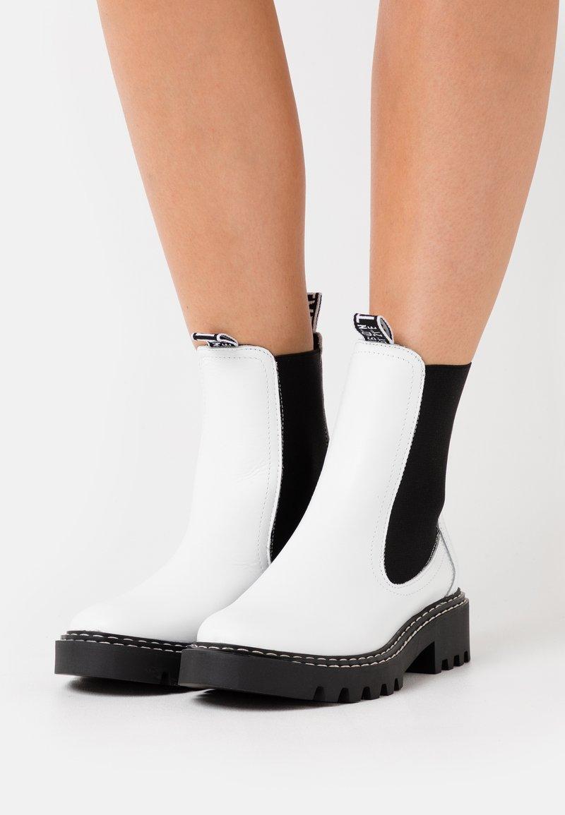 Tamaris - BOOTS  - Korte laarzen - white