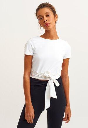 MIT BINDEDETAIL - T-shirt print - white