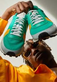 Nike Sportswear - DBREAK TYPE UNISEX - Trainers - stadium green/white/gold/black - 2
