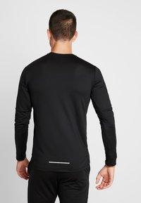 Nike Performance - CREW - T-shirt de sport - black/reflective silver - 2