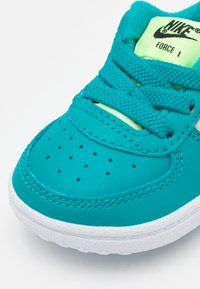 Nike Sportswear - FORCE 1 CRIB - Baby shoes - oracle aqua/ghost green/washed coral/white - 5