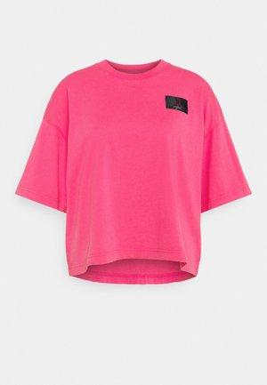 ESSENTIAL BOXY TEE - Camiseta estampada - watermelon