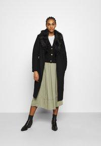 ONLY - ONLBERNA WRAP COAT - Klasický kabát - black - 1