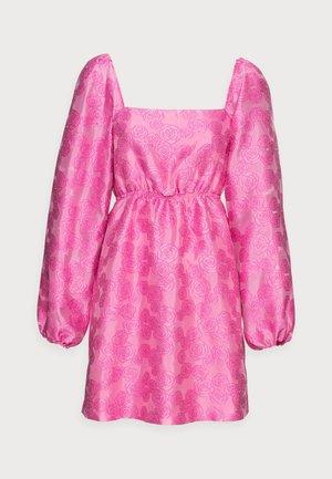 SASHA DRESS - Cocktailklänning - bubble gum pink