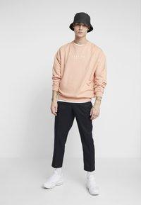 New Look - CROP GRID COX - Pantalones - navy - 1