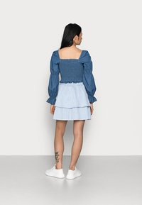 VILA PETITE - VIMILAC SHORT SKIRT - Mini skirt - cashmere blue/cloud dancer - 2