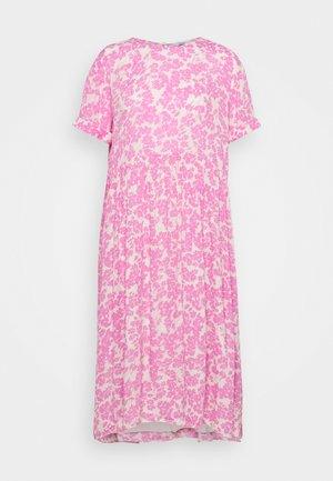 ENASTER DRESS - Denní šaty - acid fuchsia