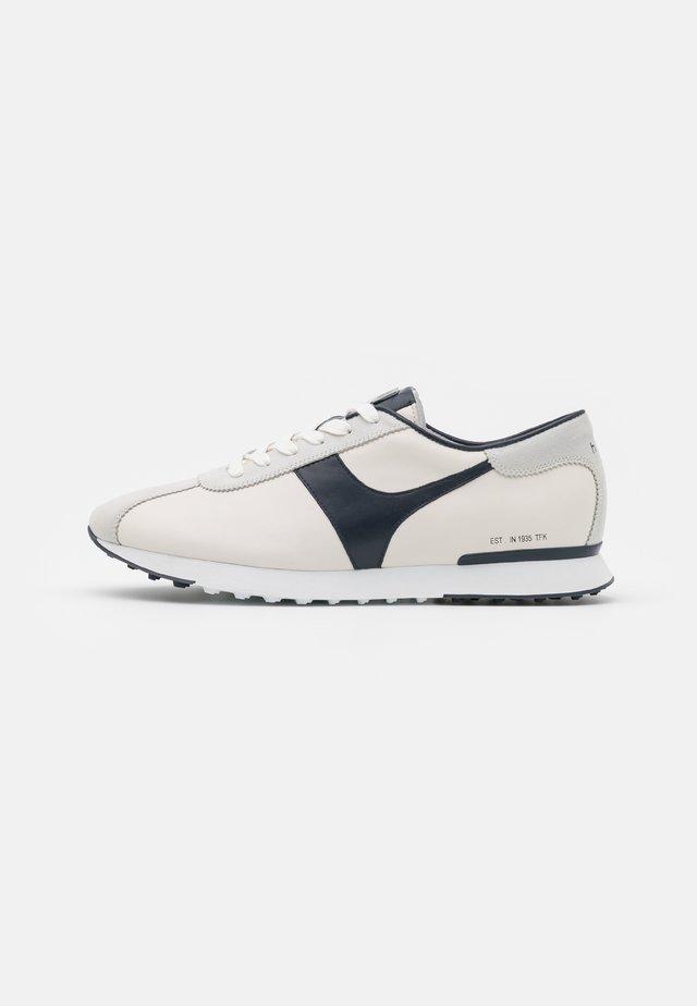 BALANCE - Sneakers laag - creme/moss