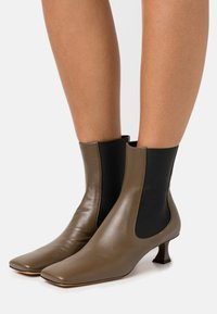 Proenza Schouler - Classic ankle boots - mud - 0