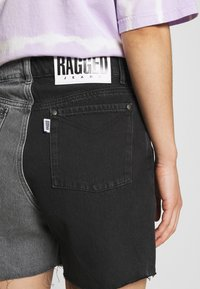 The Ragged Priest - HALF AND HALF - Jeansshorts - charcoal - 4