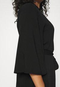 NU-IN - KIMONO SLEEVE BELTED MIDI DRESS - Shirt dress - black - 5