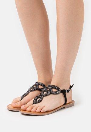 Sandalai su T formos dirželiu - black