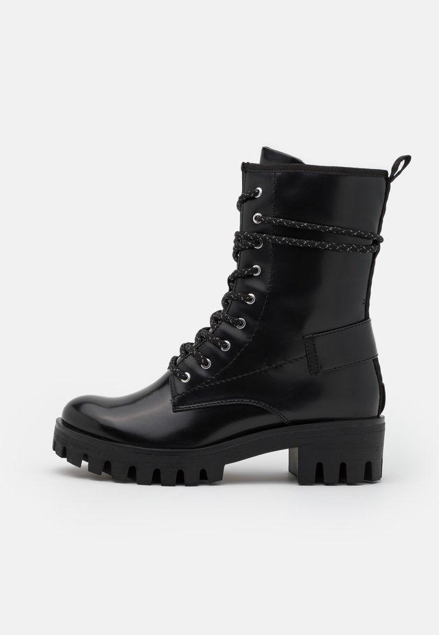 BOOTS - Botines con cordones - black