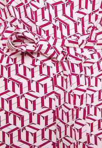 Tommy Hilfiger Curve - WRAP DRESS  - Jersey dress - pink - 2