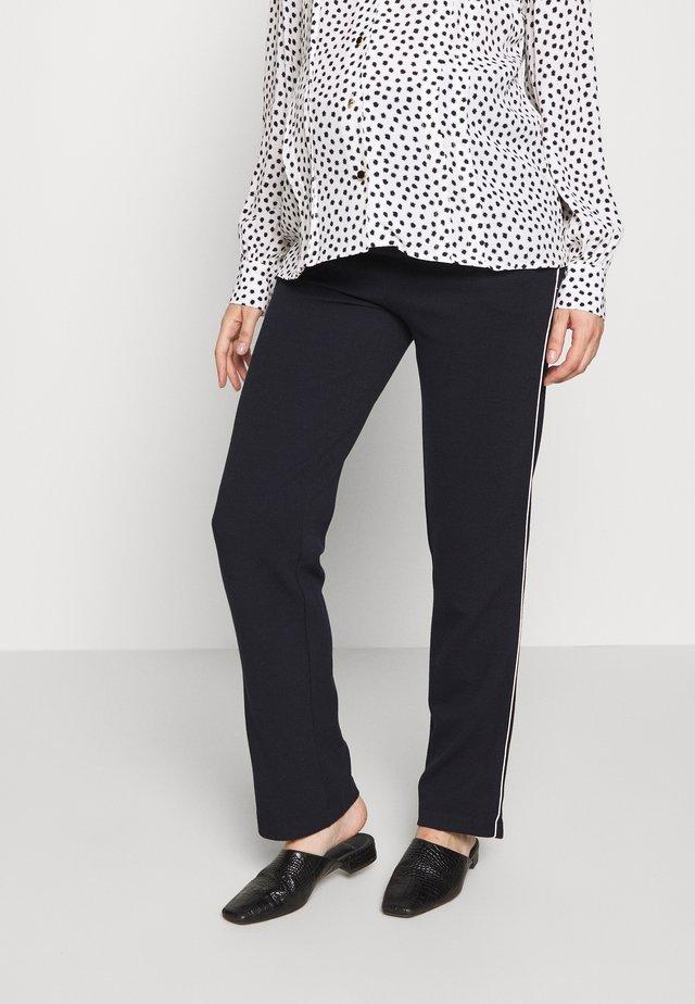 PANTS TRAVELLER FLARED - Pantalon de survêtement - navy