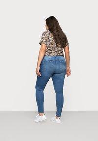 ONLY Carmakoma - CARLAOLA  - Jeans Skinny Fit - light blue denim - 2