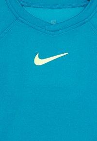 Nike Performance - DRY - Print T-shirt - neo turq/volt - 2