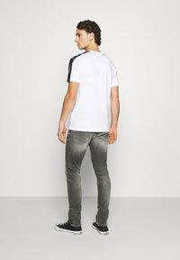 Calvin Klein Jeans - SLIM - Jeans slim fit - visual grey - 2