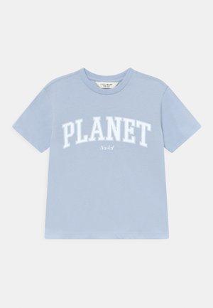 ORGANIC PRINTED TEE - Printtipaita - light blue