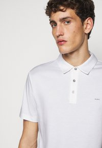 Michael Kors - SLEEK - Polo shirt - white - 3