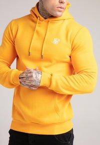 SIKSILK - BASIC OVERHEAD HOODIE UNISEX - Sweatshirt - yellow - 4