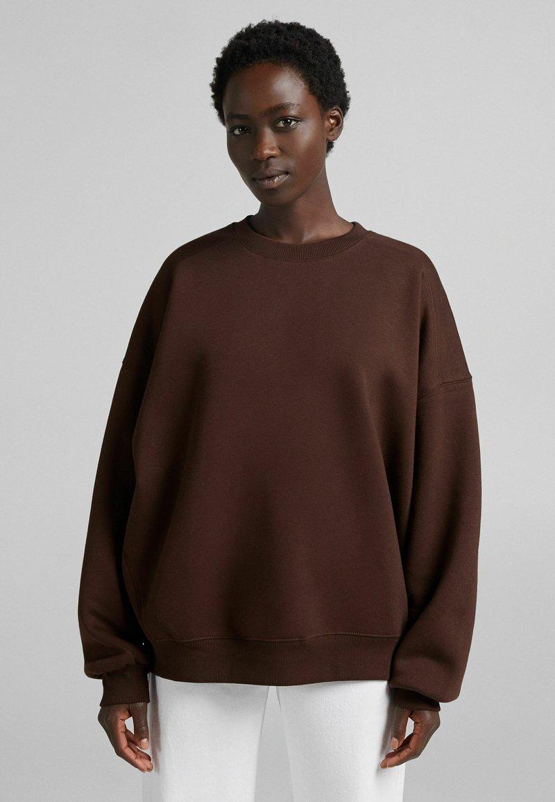 Bershka - OVERSIZE  - Sweatshirt - brown