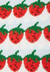 Levi's® - SWEETIE VEST - Pullover - strawberries cloud dancer - 2